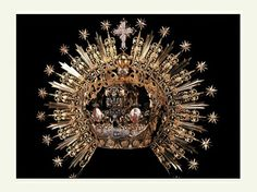 Crown. The Treasure Rooms of La Hermandad de la Macarena constitute a unique museum and serve as a pioneering, highly original depository and showcase for the items used in the Brotherhood's liturgy and internal ceremonies, and in the unique procession which captures the imagination of all Sevillians each year in the Madrugada on Good Friday.
