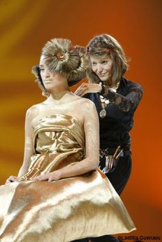 Laetitia Guenaou, hairdresser ambassador L'Oréal Professionnel - France reveals us her career.  #Interview of this artist who wins the battle for making a living out of her #passion. http://www.livecoiffure.com/en/posts/30959-hairdressing-world-has-star-laetitia-guenaou#