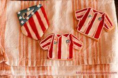 Galletas del Atlético de Madrid /Atlético de Madrid Cookies #FootbalCookies #GalletasAtleticodeMadrid #galletas #fondant #cookies #galletasDecoradas #decoratedCookies  #sugarcraft #foodPhotography