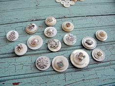 The Creative Patch: Shabby Vintage Inspired Button Magnets - I'm mostly intrigued by the use of hardware store magnets instead of craft store magnets. Button Art, Button Crafts, Button Bouquet, Shabby Vintage, Flower Tutorial, Vintage Buttons, Creative Inspiration, Altered Art, Making Ideas