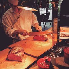 Carving through the work week like a sharp knife through sirloin. #foodstagram #yumlist #paleo #lchf #meatfest #thecarvery #parkhotelalexandra by carbnolicious