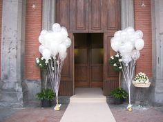 Wedding tips: decorations with balloons .-Consigli sul matrimonio: addobbi con palloncini Consigli sul m… Marriage advice: decorations with balloons Marriage advice: decorations with balloons - Wedding Balloon Decorations, Church Wedding Decorations, Marriage Decoration, Wedding Balloons, Christmas Decorations, Wedding Tips, Wedding Day, Wedding Dress, Colourful Balloons