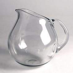 Nyman, Gunnel Nuutajärvi Designed in 1947 Glass Jug, Glass Pitchers, Modern Glass, Modern Contemporary, Glass Design, Design Art, Kosta Boda, Finland, Lassi