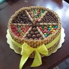 Resultado de imagen para tortas de chocolate con pirulin en forma de corazon