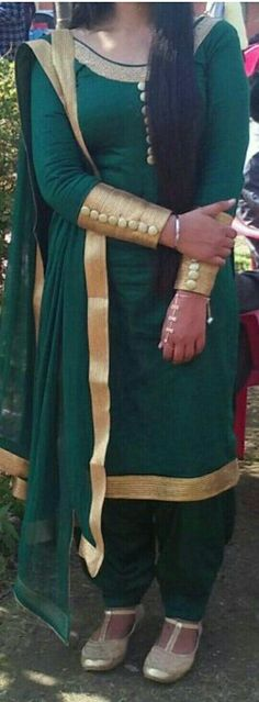 Punjabi Suit Neck Designs, Neck Designs For Suits, Kurti Neck Designs, Dress Neck Designs, Blouse Designs, Designer Punjabi Suits, Indian Designer Wear, Punjabi Salwar Suits, Patiala