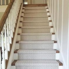 Old Carpet Design - Round Carpet Grey - Neutral Carpet Stairs - Carpet Diy, Cost Of Carpet, Best Carpet, Wall Carpet, Carpet Stairs, Carpet Decor, Plush Carpet, Cheap Carpet, Stairs With Carpet Runner