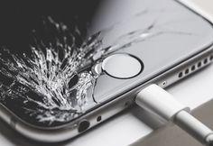 [News 4 Technics] Видео: Млад мъж потроши целия инвентар в Apple Store   Това че потребителите понякога имат проблем със закупена стока е нормално но е доста по-рядко да видим как някой недоволен клиент се въоръжава със стоманена топка влиза в луксозен магазин за електроника и потрошава максимално много продукти.  Точно такъв е този обезпокоителен и куриозен случай който се превърна в сензация в интернет.  В случая клиентът е млад французин а магазинът - част от веригата Apple Store. Засега…