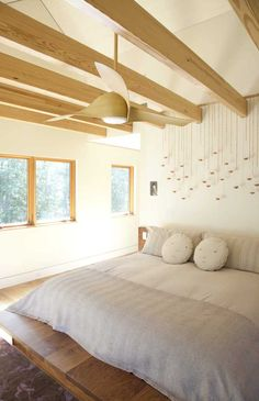 These modern ceiling fans are the best of the best. You can't go wrong with one of these spectacular ceiling fans. Here are our top 10 modern ceiling fans. Contemporary Bedroom, Modern Bedroom, Natural Bedroom, White Bedrooms, Contemporary Kitchens, Ceiling Beams, Ceiling Fan, Sloped Ceiling, Coffered Ceilings