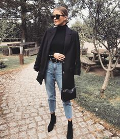 Look blazer com bota Source by mangellipodevin casual chic Winter Fashion Outfits, Fall Winter Outfits, Autumn Fashion, Blazer Fashion, Look Winter, Autumn Look, Stylish Winter Outfits, Winter Chic, Winter Clothes