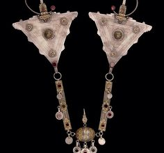 2003: NMAFA acquires ear pendants (Berber, 20th c.). How would you describe them in 1 word? #africanartat50 #africa  This ear ornament is a type worn by Muslim women probably from the Smoughen area of Morocco. The workmanship is characteristic of Jewish artisans who created works for Jewish & Muslim clients alike. Today, as in the past, Jewish goldsmiths produce works for themselves & for their Muslim neighbors with whom they have lived for generations.