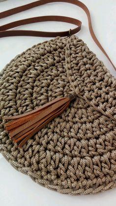 Best 12 Boho Crochet Bags – how to make your own OOAK bag – MotherBunch Crochet – SkillOfKing.Mochila bag with circle handles – ArtofitPin by Alice on Kleidung No instructions; Crochet Purse Patterns, Crochet Clutch, Crochet Handbags, Crochet Purses, Crochet Stitches, Crochet Bags, Free Crochet Bag, Scarf Crochet, Crochet Diy