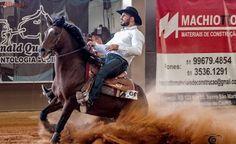 Aposentado do MMA Minotauro ataca de cowboy