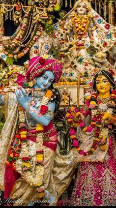Hare Krishna Mantra, Hare Rama Hare Krishna, Shree Krishna Wallpapers, Lord Krishna Hd Wallpaper, Lord Krishna Images, Krishna Pictures, Radha Krishna Love, Radhe Krishna, Tirumala Venkateswara Temple