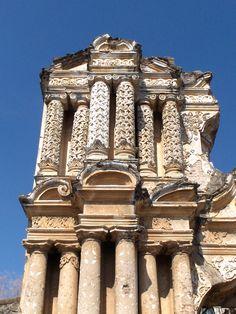 Ruinas de la iglesia de Nuestra Señora del Carmen, Antigua Guatemala.