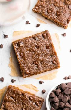 Skinny Slow Cooker Chocolate Chip Cookie Bars -- so rich just 108 calories! These are absolutely amazing dont taste healthy at all! Crock Pot Desserts, Slow Cooker Desserts, Healthy Slow Cooker, Slow Cooker Recipes, Crockpot Recipes, Dessert Recipes, Keto Cookies, Healthy Cookies, 21 Day Fix