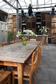 wonderful loft space with Greenhouses glass top. Outdoor Rooms, Outdoor Dining, Indoor Outdoor, Outdoor Furniture Sets, Outdoor Ideas, Outdoor Decor, Greenhouse Shed, Small Greenhouse, Loft Design