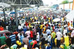 NIGERIAN TOP SECRET: FG, marketers agree to end fuel scarcity next week...