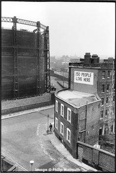 Culross Buildings, Kings Cross, London. 1989. Photographed from the top of Stanley Buildings which have now also been demolished, along with everything else visible in this photograph.