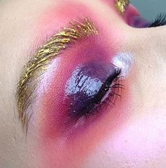 Purple eyeshadow | Magical... Amazingly beautiful colors! So pretty pink, attractive golden and incredible purple! I'm in love with this fresh and inspiring makeup! Very artistic, full of imagination! <3