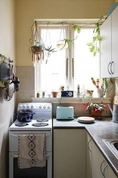 Cheap Home Decor .Cheap Home Decor Boho Kitchen, Kitchen Decor, Kitchen Ideas, Küchen Design, House Design, Sweet Home, Apartment Kitchen, Studio Apartment Living, Cuisines Design