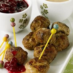 Swedish Meatballs - Lean ground beef and fat-free half-and-half lower the fat in these meatballs. Serve them as an appetizer or with noodles for dinner. Appetizer Recipes, Appetizers, Dinner Recipes, Beef Recipes, Cooking Recipes, Cooking Tips, Sweet Potato Recipes Healthy, Healthy Recipes, Swedish Meatball Recipes