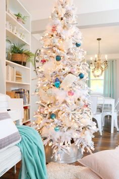Christmas Home Tour: Rustic Glam Flocked Tree with Pastel Colors Christmas Time Is Here, Cozy Christmas, Green Christmas, Christmas Colors, Christmas 2019, Wood Bead Garland, Beaded Garland, Joanna Gaines, Flocked Trees