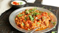 Foto: Tone Rieber-Mohn / NRK Garam Masala, Chana Masala, Chickpea Stew, Indian Food Recipes, Ethnic Recipes, Meatless Monday, Vegan Dinners, Vegetable Dishes, Tandoori Chicken
