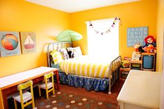 love this little boy room, but maybe with a grey or light blue wall instead, with yellow accents