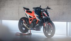 KISKA explores big brand thinking, cross-industry perspectives, new approaches, and design trends. Ktm Motorcycles, Concept Motorcycles, Custom Motorcycles, Custom Bikes, Duke Bike, Ktm Duke, Ktm Cafe Racer, Grom Motorcycle, Ktm Super Duke