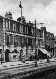 Pearse Street, then Great Brunswick Street, served as the main recruiting office of the British Army between 1910 and As a result thousands of new recruits registered to serve in t… Ireland Pictures, Old Pictures, Old Photos, Irish Independence, Brunswick Street, Dublin Street, Photo Engraving, England Uk, Ireland Travel