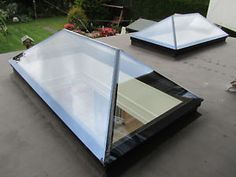 Contemporary Roof Lantern Glass Skylight For Flat Roof Skylight Shade, Skylight Blinds, Skylights, Orangery Extension, Roof Extension, Extension Ideas, Glass Roof, Glass Domes, Roof Lantern