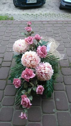 Grave Flowers, Cemetery Flowers, Funeral Flowers, Diy Flowers, Flower Pots, Funeral Flower Arrangements, Ikebana Arrangements, Floral Arrangements, Cemetery Decorations