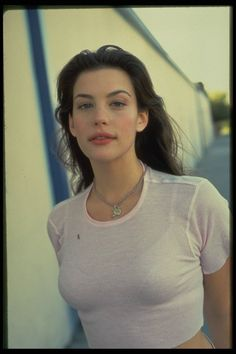 "Welcome to Loving Liv Tyler! Liv Tyler (born July is an American actress, best known for her role as Arwen in ""The Lord of the Rings"" trilogy. Steven Tyler, Pretty People, Beautiful People, Beautiful Women, Beautiful Clothes, Daddy Aesthetic, Aesthetic Clothes, Aesthetic Fashion, Pink Aesthetic"