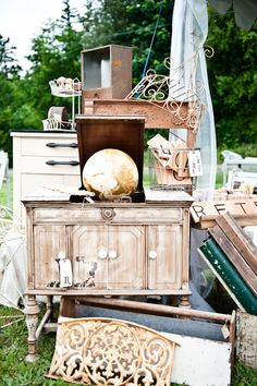 i don't know why i tease myself by following so many blogs in the PNW. gimme this vintage market. now.