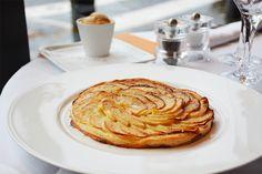Tarte fine aux pommes, crème glacée caramel beurre salé, pour vos fin de repas au restaurant parisien le Murat (75016) #lemurat #paris #restaurant #dessert #tarte #tarteauxpommes #pomme #caramel #beurresalé #glace