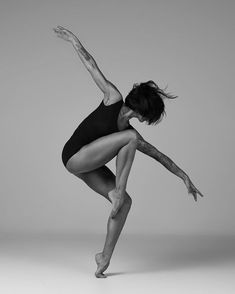 Photography dance movement Ideas for 2019 Dance Picture Poses, Dance Photo Shoot, Dance Pictures, Dance Photoshoot Ideas, Jazz Dance Poses, Dance Pics, Human Poses Reference, Pose Reference Photo, Dance Photography Poses