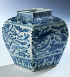 Rare blue and white porcelain jar, China, Ming dynasty, Jiajing period, 1522…