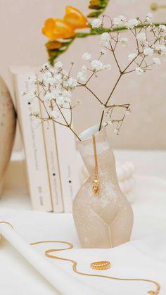 eves.jewel on Instagram: NEW IN 🌼Femme Collection 𝑅𝑒𝑚𝑒𝑚𝑏𝑒𝑟 𝑦𝑜𝑢𝑟 𝑢𝑛𝑖𝑞𝑢𝑒 𝑤𝑜𝑟𝑡ℎ 𝑎𝑛𝑑 𝑝𝑟𝑎𝑐𝑡𝑖𝑠𝑒 𝑏𝑜𝑑𝑦 𝑔𝑟𝑎𝑡𝑖𝑡𝑢𝑑𝑒. Unsere Femme Collection steht für Female Empowerment &… Eve, Glass Vase, Jewels, Instagram, Decor, Decoration, Jewerly, Decorating, Gemstones