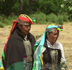 Mujeres mapuches con                           joya pectoral de trapelacucha y con vincha de                           trarilonco Google, Fashion, Fabrics, Women, Photos, Infinity Symbol, Moda, Fasion, Trendy Fashion