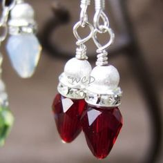 Jewelry Making Earrings DIY Christmas light earrings made with teardrops, crystal rondelle spacers and round accent beads. Diy Christmas Light Decorations, Christmas Bulbs, Holiday Jewelry, Diy Christmas Earrings, Halloween Jewelry, Diy Schmuck, Homemade Jewelry, Bijoux Diy, Beads And Wire