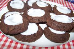 Low Carb Chocolate Mint Cookies (use alternative to splenda) Chocolate Mint Cookies, Low Carb Chocolate, Low Carb Deserts, Low Carb Sweets, No Carb Recipes, Diet Recipes, Healthy Recipes, Low Carb Candy, No Sugar Foods