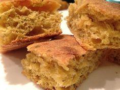 Focaccia rustica con farina di mais ed erbe aromatiche
