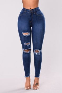 Outfits With Vans – Lady Dress Designs High Waisted Denim Jeans, High Waisted Distressed Jeans, Lässigen Jeans, Torn Jeans, Curvy Jeans, Casual Jeans, High Waist Jeans, Jeans Style, Casual Sweaters