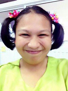 นางใส่ชุดไทยวันพฤหัสบดี :)