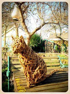 Willow Weaving, Basket Weaving, Garden Art, Garden Design, Paper Weaving, Arts And Crafts, Diy Crafts, Animal Sculptures, Hamilton