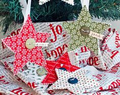 Could be a cute hostess gift to your guests --- Simple Quilted Ornaments - add a handmade touch to your holiday decor or gifts. These could also be adapted to be used as table setting name tags and tied around your napkins. Fabric Christmas Ornaments, Quilted Ornaments, Christmas Sewing, Personalized Christmas Ornaments, Handmade Christmas, Christmas Fun, Christmas Decorations, Christmas Patterns, Christmas Projects
