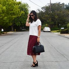 Fall midi skirt outfit. Click through for details. #style #casualstyle #fallstyle #fall #fashion #midiskrits #ootd #personalstyle