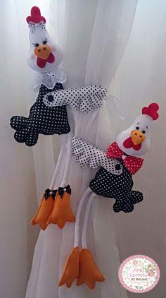 Prendedor de cortina em formato de galinha feito em feltro e algodão, possui barbante para amarrar.Com certeza deixará sua casa ainda mais bonita!O preço mencionado é para 1 unidade.