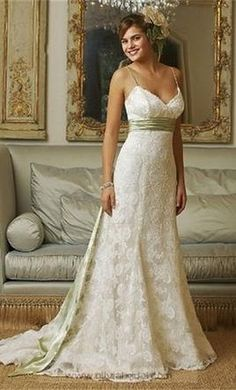 Watters 9040b: buy this dress for a fraction of the salon price on PreOwnedWeddingDresses.com