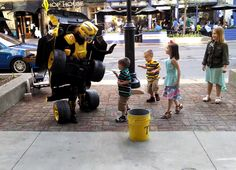 Awesome transforming street performer  #buzz #video #awesome #incroyable #insolite #drole